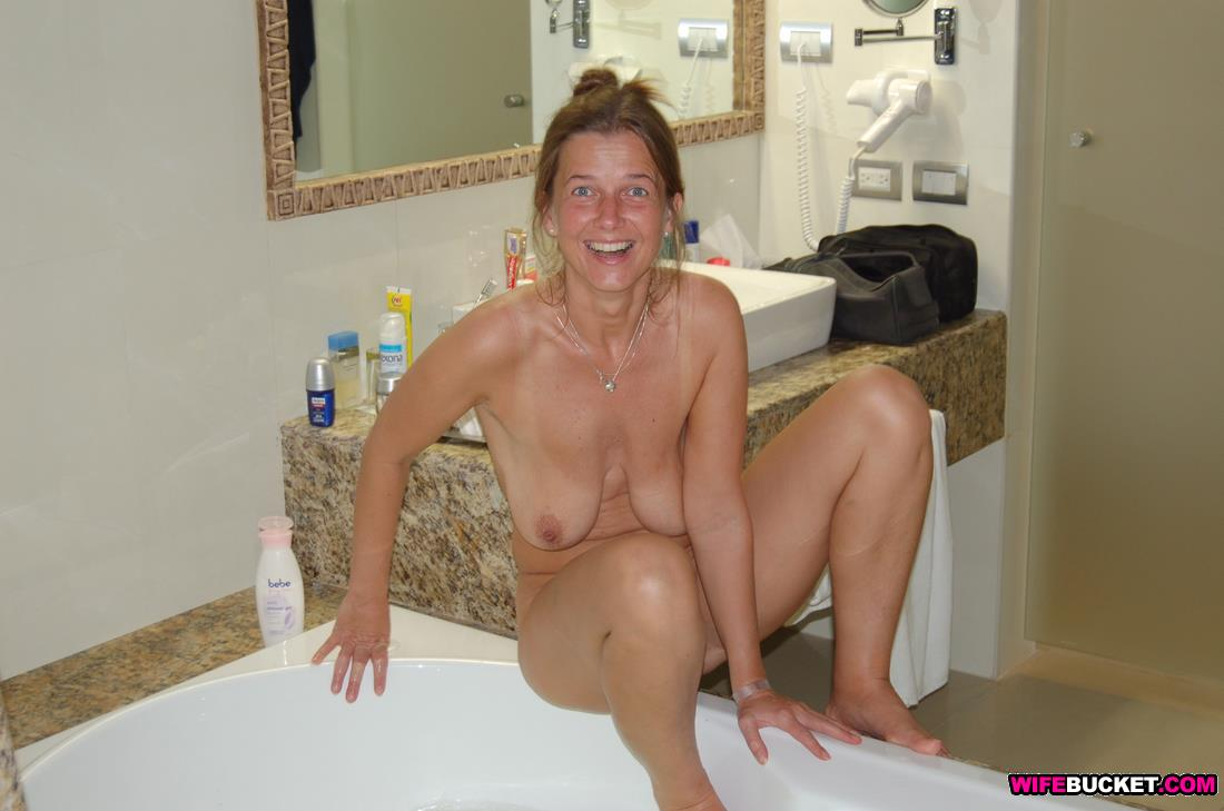 lindsay logan naked picture